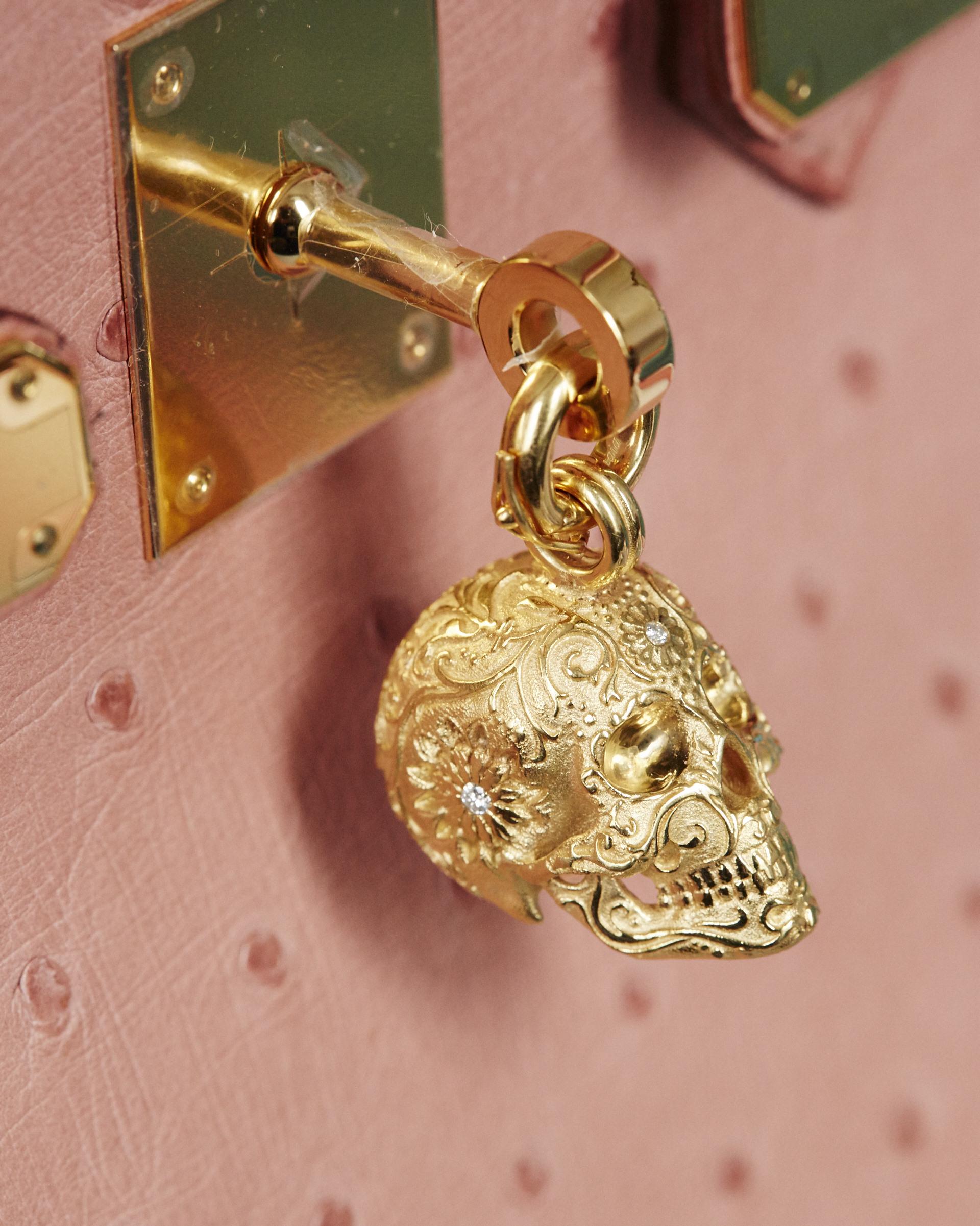 Human skull Hermes bag accessory in gold plate with diamonds